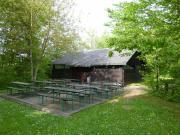 Unsere Grillhütte mit Terrasse für 80 Personen