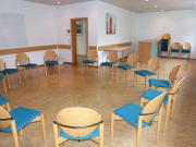 """Gruppenraum """"Cafeteria"""" weil mit Spüle und Kühlschrank ausgestattet – Platz für 20 – 25 Personen"""