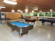 Im Freizeitraum stehen Kicker, Tischtennis und Billard zur Verfügung